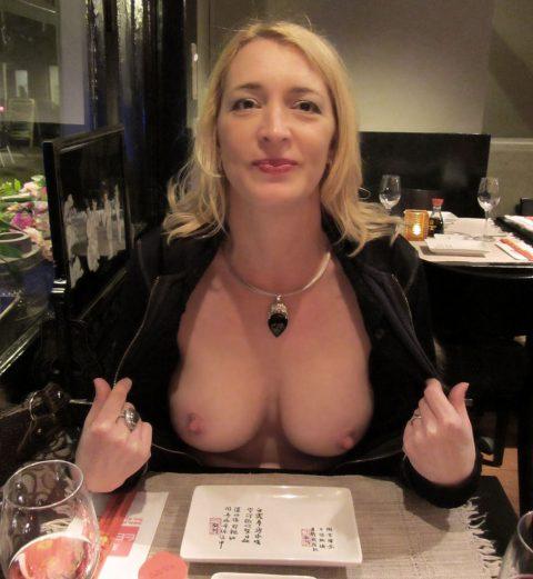 【ポロリハプニング】乳首がハッキリ見えた女性たちの決定的瞬間(142枚)・137枚目