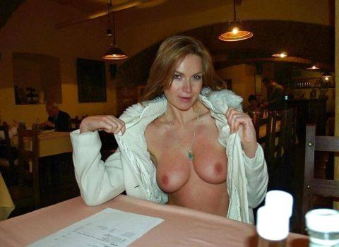 【ポロリハプニング】乳首がハッキリ見えた女性たちの決定的瞬間(142枚)・140枚目