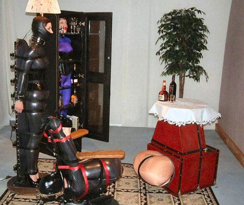 【人間家具】大富豪だけに許された究極の放置プレイがこちらwwwwwwwwwwwwww・22枚目
