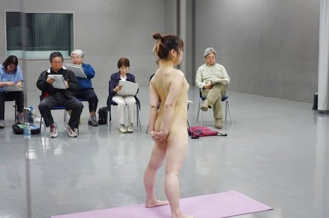 ヌードモデルのエロ画像集。「思ったより恥ずかしい…」って表情がいいwwwwww(148枚)・26枚目