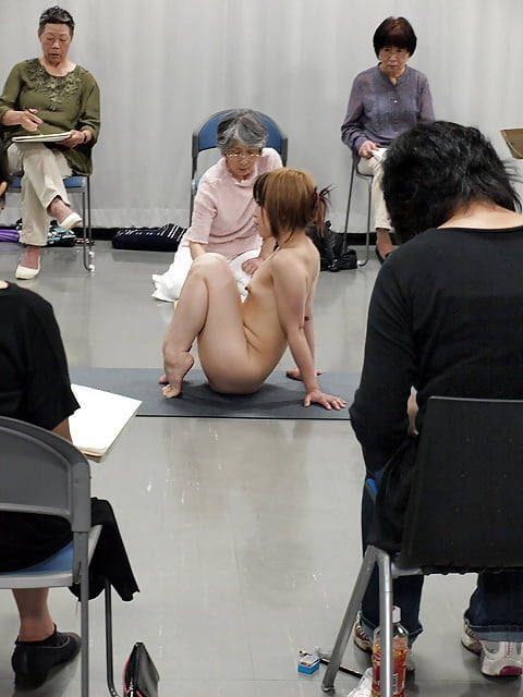 ヌードモデルのエロ画像集。「思ったより恥ずかしい…」って表情がいいwwwwww(148枚)・28枚目