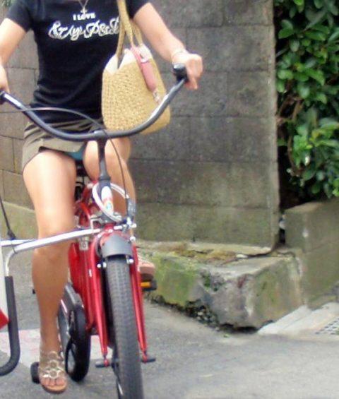 【パンチラ盗撮】街中で撮られてしまった女子たちのパンティをご覧くださいwwww・66枚目