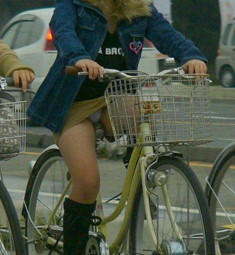 【パンチラ盗撮】街中で撮られてしまった女子たちのパンティをご覧くださいwwww・78枚目