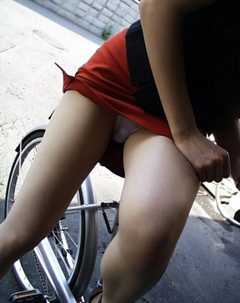 【パンチラ盗撮】街中で撮られてしまった女子たちのパンティをご覧くださいwwww・79枚目