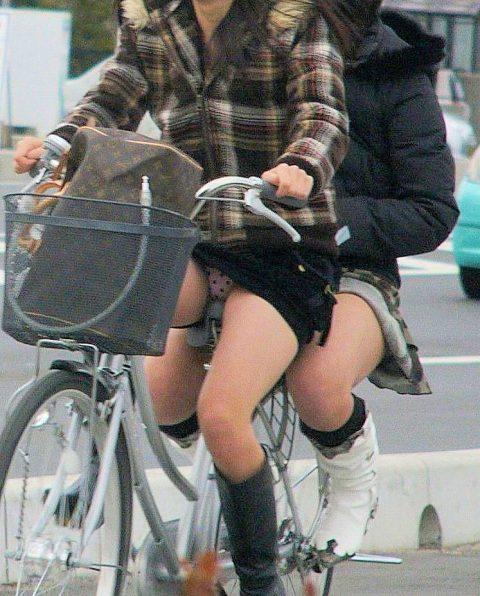【パンチラ盗撮】街中で撮られてしまった女子たちのパンティをご覧くださいwwww・80枚目