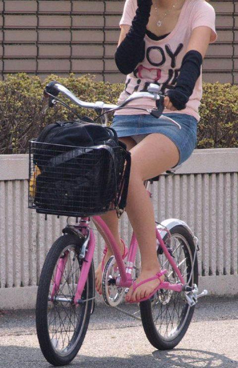【パンチラ盗撮】街中で撮られてしまった女子たちのパンティをご覧くださいwwww・85枚目