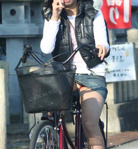 【パンチラ盗撮】街中で撮られてしまった女子たちのパンティをご覧くださいwwww・88枚目