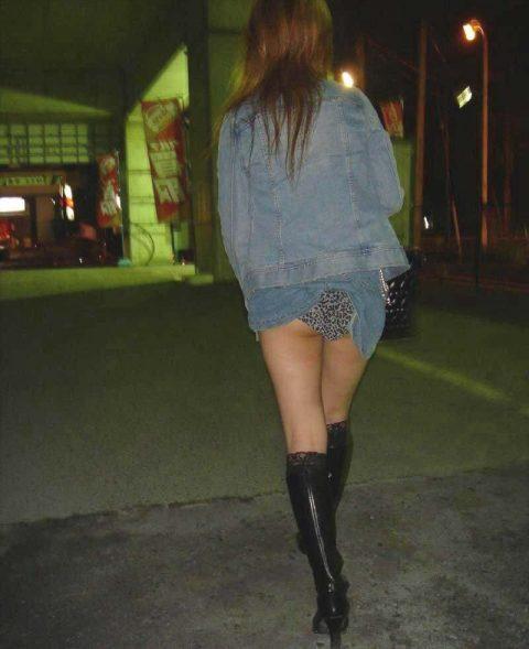 【パンチラ盗撮】街中で撮られてしまった女子たちのパンティをご覧くださいwwww・4枚目