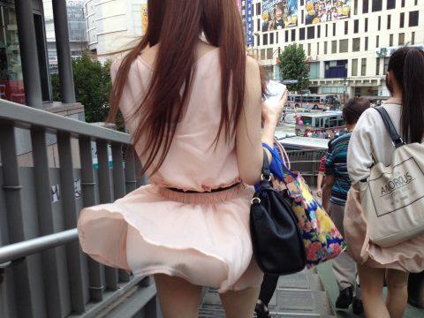 【パンチラ盗撮】街中で撮られてしまった女子たちのパンティをご覧くださいwwww・13枚目