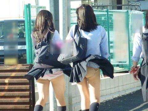 【パンチラ盗撮】街中で撮られてしまった女子たちのパンティをご覧くださいwwww・20枚目
