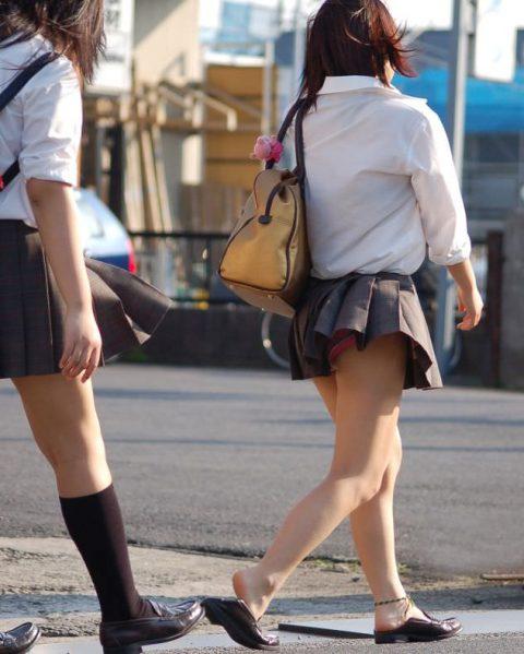 【パンチラ盗撮】街中で撮られてしまった女子たちのパンティをご覧くださいwwww・22枚目