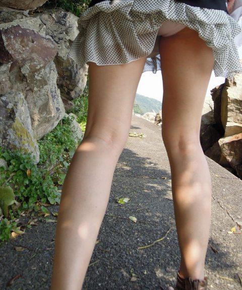 【パンチラ盗撮】街中で撮られてしまった女子たちのパンティをご覧くださいwwww・24枚目