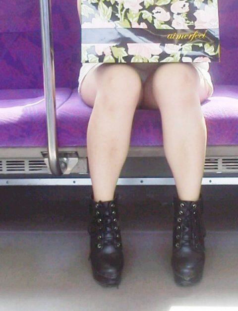 【パンチラ盗撮】街中で撮られてしまった女子たちのパンティをご覧くださいwwww・47枚目
