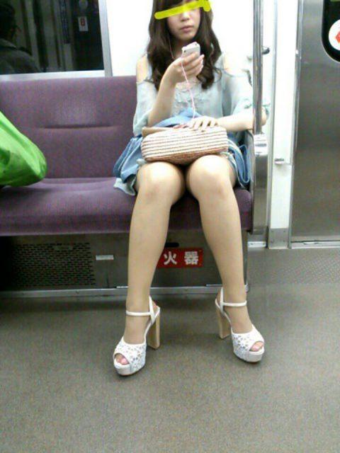【パンチラ盗撮】街中で撮られてしまった女子たちのパンティをご覧くださいwwww・54枚目