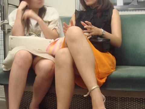 【パンチラ盗撮】街中で撮られてしまった女子たちのパンティをご覧くださいwwww・55枚目