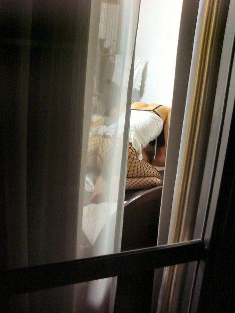 """【オナニー盗撮】民家の窓際で""""オナニー""""してる女を撮ったエロ画像集(123枚)・96枚目"""