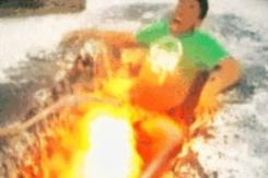 """【※閲覧注意※】溶岩で """" 悪ふざけ """" した奴の末路… 骨が見える。。(GIFあり)"""